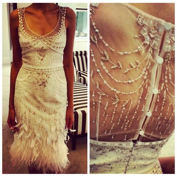 2019 Luxueux Blanc Mince Perlée Robes De Cocktail Courtes Longueur Genou Gaine Robes De Bal Soirée Plume De Robe De Soirée Plumes Décorées