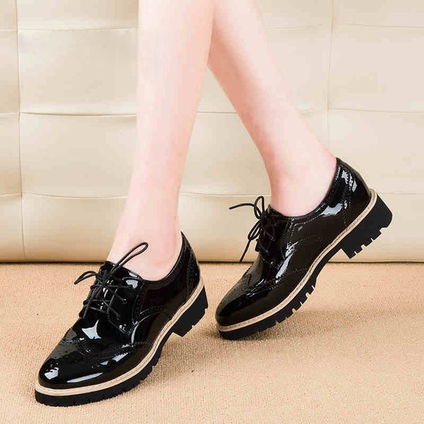 Teahoo Vintage Oxford Shoes for Women Brogues Shoes Womens Perforated Lace-up Wingtip Patent Leather Flat Oxfords