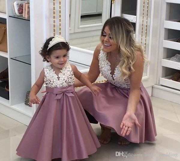 2018 Princess Cheap Lovely Cute Flower Girl Dresses Satin Mother and Daughter Toddler Long Pretty Kids First Holy Communion Dress
