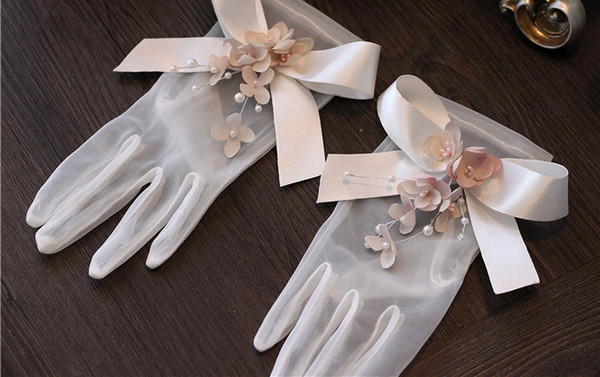 High Quality Short Bridal Gloves Wedding Bridal Accessories White Sheer Gloves With Bow And Flowers 2018