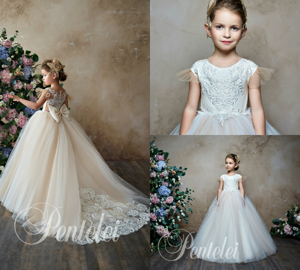Pentelei 2019 Ivory Flower Girl Dresses For Weddings Jewel Neck Lace Appliqued Bow Little Kids Baby Gowns First Communion Dress Cap Sleeve