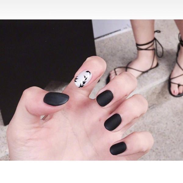 24pcs/Set Vintage Black Leaf Pattern False Nails Short Full Cover Pre-Design Women Nail Tips Decoration Fake Nails with Glue Y18101101