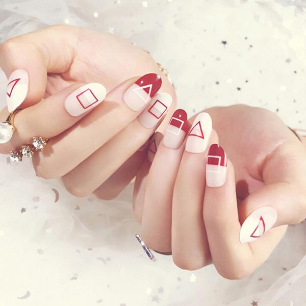 24pcs / set Sahte Çiviler Katı Beyaz Kırmızı Stripes ile Kısa Nail Tasarım İpuçları