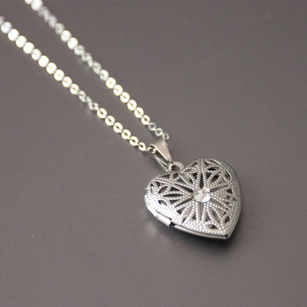 New Cutout Heart Photo Frame Pendant Necklace Stainless Steel Charm Crystal Locket Necklaces Women Kids Fashion Memorial Jewelry SN071