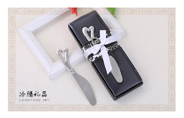 Бесплатная доставка 100 шт / много «распространять любовь» из нержавеющей стали с сердцем нож для масла способствует свадьбы и подарки для партии подарков