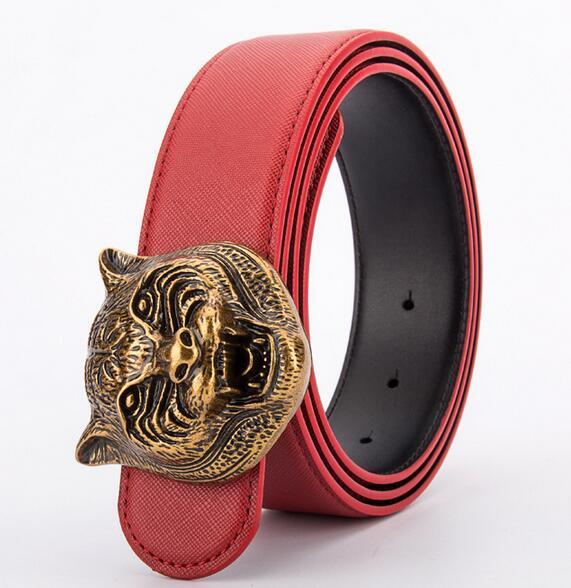 vermelho com fivela de bronze