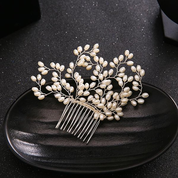 Bridal accessories, brides, diamond combs, hand pearls, headwear, wedding dress accessories