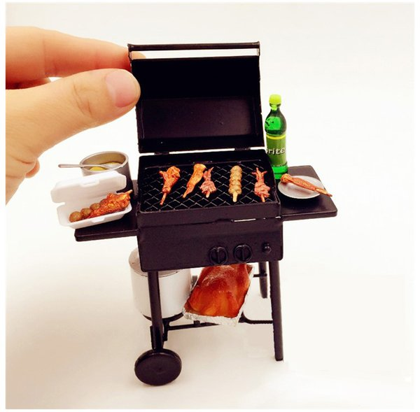 1/12 Scale Toy Dollhouse Miniature Iron Barbecue BBQ Grill with Propane gas Tank Outdoor Furniture Fairy Garden Decor Mini Model Black Gift