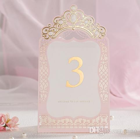 Placer des cartes pour le mariage Coupé au laser Princesse Numéro de table de mariage Placer des cartes Pink Crown Nom de la carte Fournisseur de mariage