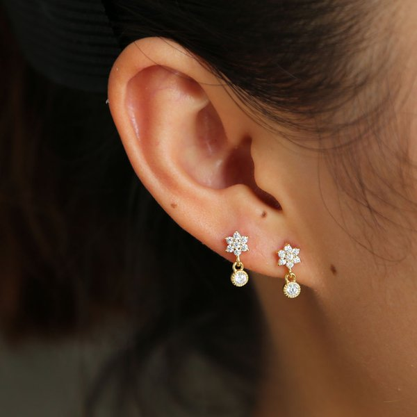 The six-petal flowers small dot cute daisy pendant earrings 925 silver jewelry fashion wedding bridal romantic OL lady ear gift