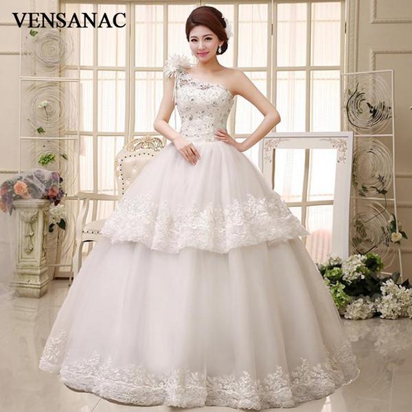Venta al por mayor Flores de un hombro con gradas de encaje apliques vestido de bola vestidos de novia 2018 vestidos de novia sin respaldo de cristal