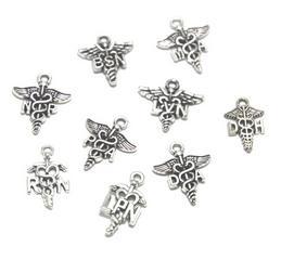 15 adet / grup tıbbi işareti charm Hemşire RN NP BSN MA LVN PA RN LPN DA DH Charms Antik gümüş Hemşire Charms kolye 11x20mm