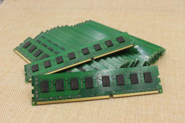 10pcs/lot 4GB DDR3 PC3-8500 240-Pin Desktop PC DIMM Memory 1.5V Factory Supply Free Shipping All Over the World