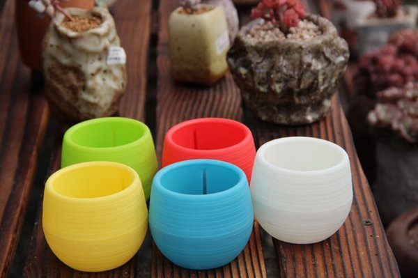 Mini Blumentöpfe Multi Farben Runde Kunststoff Pflanzkübel Leck Wasserloch Design Sukkulenten Garten Topf Heißer Verkauf 7 * 7 cm