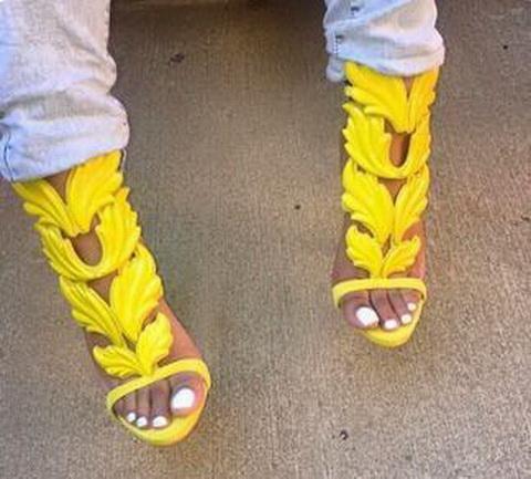Erstaunliche Lady Angel Wings Schwarz Nude Thin High Heels Sandalen Gladiator Rom Keil Frauen Golden Leaf Leder Pumps Sandalen Schuhe
