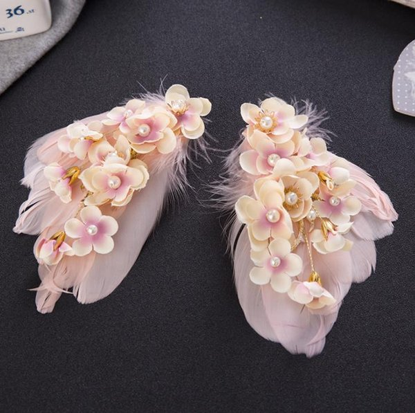 Feathered flowers, heads, accessories, wedding accessories, wedding accessories, wedding gowns.