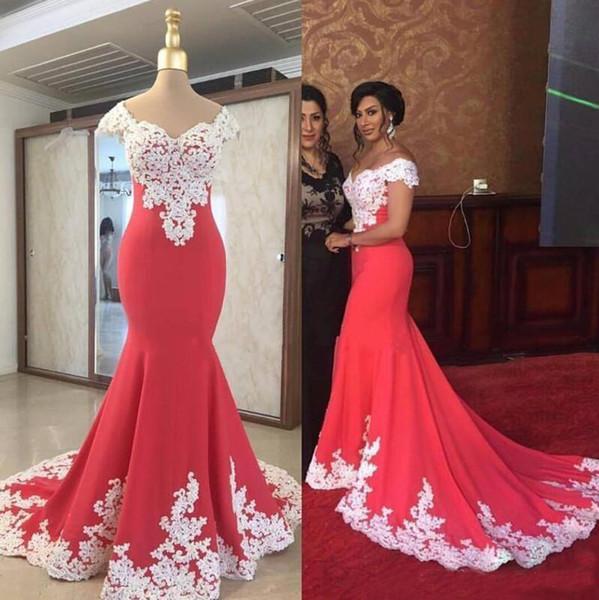 Bescheidene südafrikanische rote Abendkleider V-Ausschnitt Applikationen Spitze Sweep Zug Formelle Party Kleider