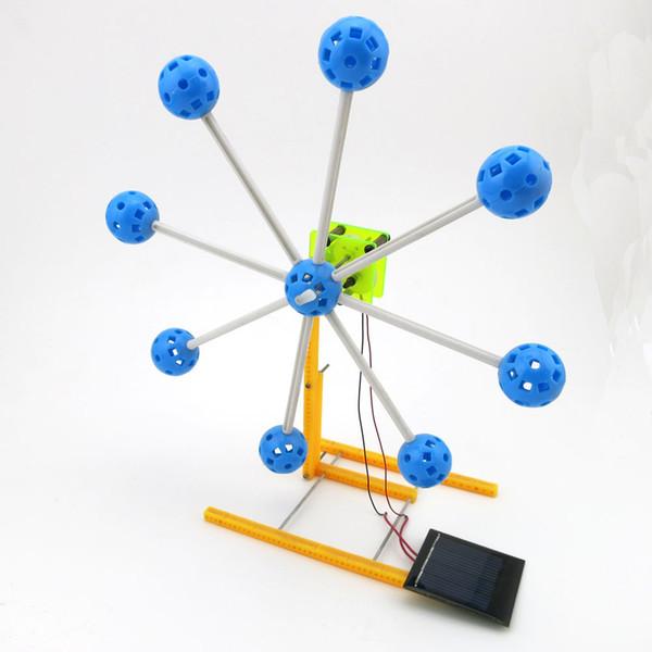 Güneş Enerjisi Yenilik Kiti Ferris Wheel Yapı Modeli 4WD Akıllı Robot Araba Şasi Küçük Uzaktan Kumanda Oyuncak