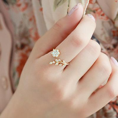 Korean version of the twisted leaf flower rhinestone opening ring gold / silver ring ladies statement adjustable ring retail wholesale