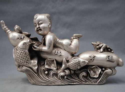 China Silver Bronze Kid Boy Ride Ginseng Fish $ Toad Getting Rich Statue