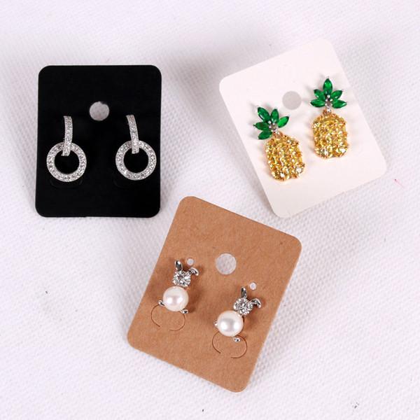 100Pcs 3.8 * 4,8 centimetri Bianco Ear carta kraft Studs Carta Hang Tag Jewelry esposizione dell'orecchino CRAd favore Label Tag Bianco Nero Marrone
