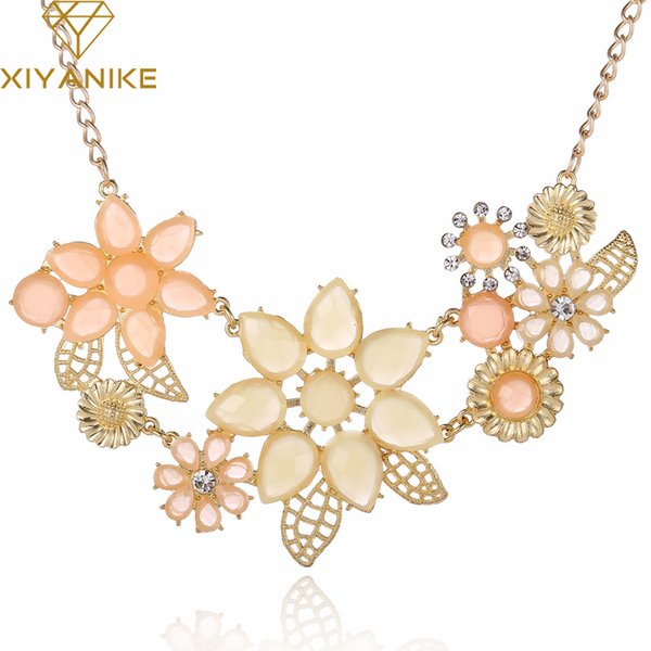 whole saleNew Fashionable Bright Flower Necklace Charm Rhinestone Necklace and Pendant Statement Necklaces Jewelry Wholesale XY-N219