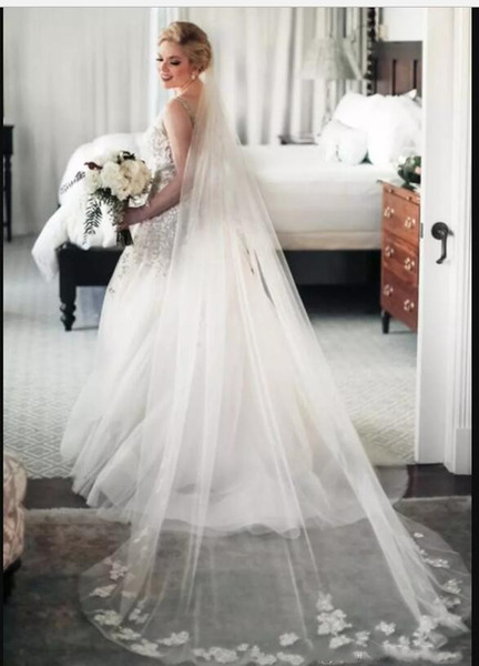 2018 Bridal Veils Wedding Hair Accessories White Ivory Long Crystal Beaded Lace Appliques Tulle Cathedral Length 3 M Church Veil With Comb