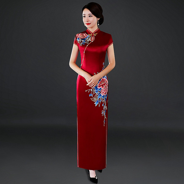 2018 New Retro improvement, slim and elegant stage, walking show wine, red silk embroidered Chinese long cheongsam dress.