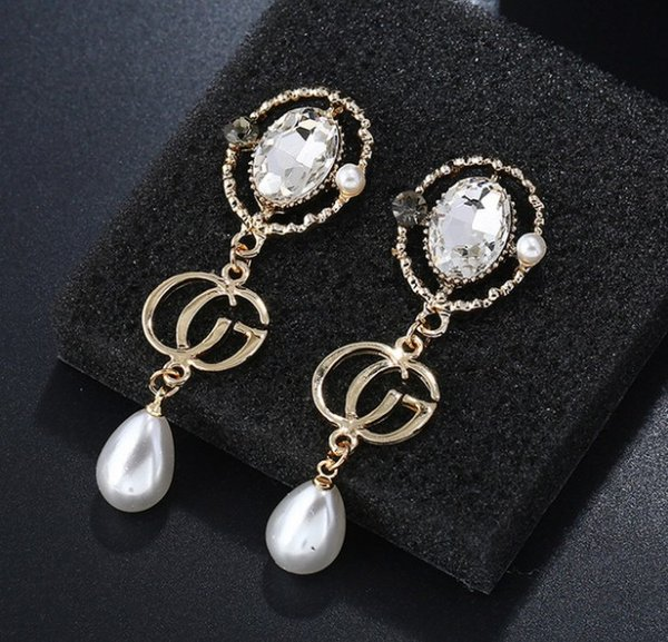 Fashionable and popular earrings 2019 new simple temperament earrings long exquisite goddess water drops pearl earrings
