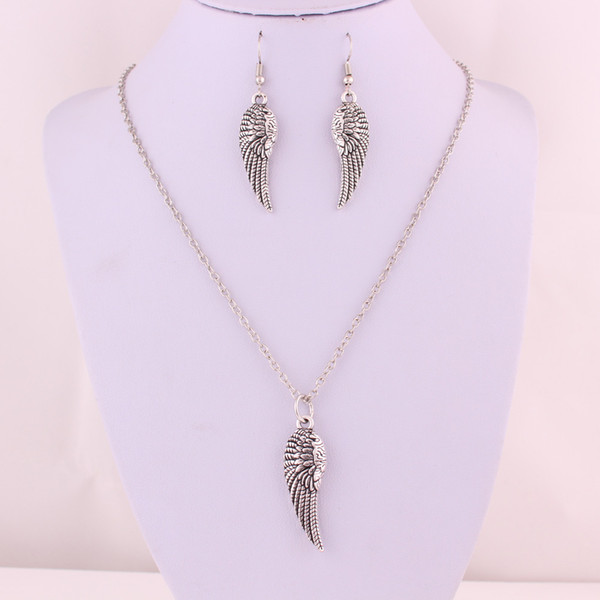 Hot Unique Jewelry Set Retro Silver Feather Wings Pendant Clavicle Short Special Necklace Earring Set Fashion Jewelry Friendship Gift