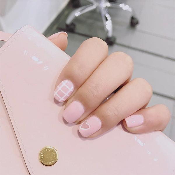 24pcs/Set Cute Heart Pattern Pink Bride Nail Art Tips White Stripe Short Full Cover Artificial Pre-Design with Glue