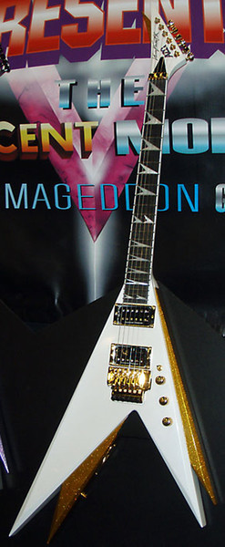 Rare Double V Jack Kiss Vinnie Vincent Pearl Bianco / Oro Flying V Chitarra elettrica Floyd Rose Tremolo Tailpiece, Locking Nut, Gold Hardware