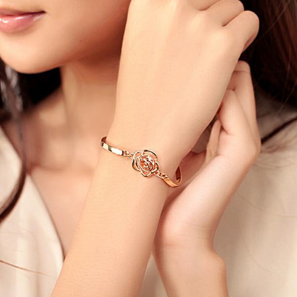 2017 new fashion Korean version of the Golden Rose upscale camellia zircon bracelet Wholesale jewelry