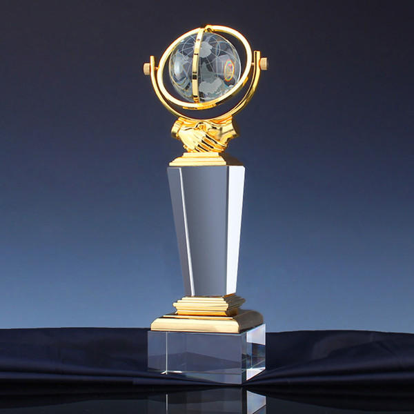 Customized creative cooperation for win-win World Cup globe handshake team souvenir engraving High-end metal crystal trophy