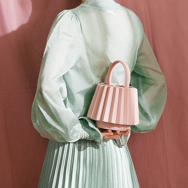 2018 Spring Summer New Designer Folded Leather Fashion Lady's Mini Shoulder Bags Solid Geometry Lantern Bucket Bag