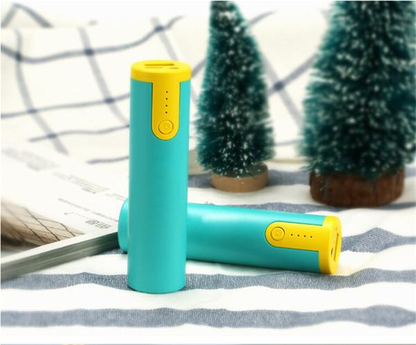 Nouveau 2600mAh Cell Phone Power Banks Cylindre mobile power supply charge Portable cadeau mobile recharge de téléphone au Trésor