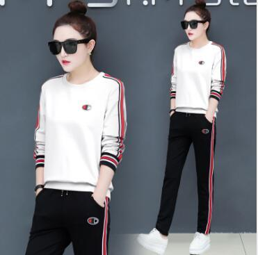 Two sets of round collar, no hat, casual autumn winter running suit, big size long sleeved sweater, running sportswear suit, women's wear.