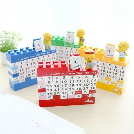 best selling 2018 Cartoon doll diy plastic handmade building blocks calendar creative Decoration calendar Table Calendar toy brick
