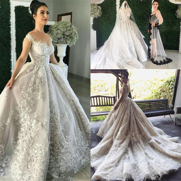 Ball Gown wedding dresses with Pleated Puffy Chapel Train Lace Appliqued Bridal Dresses with Covered Buttons Closure Wedding Gowns