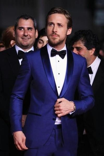 Trajes de boda elegantes hechos a medida en azul real de los hombres Ryan Gosling dos piezas Slim Fit Groomsmen esmoquin traje de fiesta barato (chaqueta + pantalones)