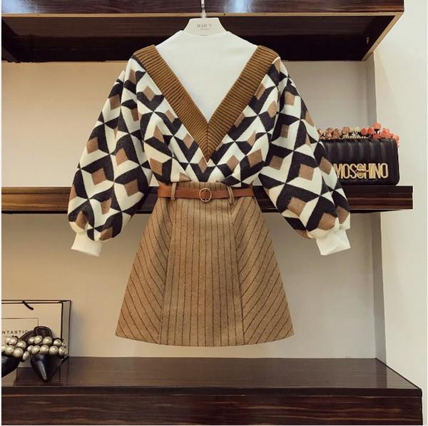 2018 autumn women fake two piece titching geometric pattern knit weater high wai t tripe kirt two piece retro kirt uit d18110604, White