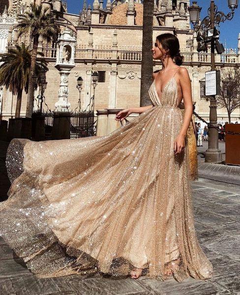 2018 Glamorous Gold Eine Linie Satin Prom Kleider Tiefer V-Ausschnitt Ärmellos Bodenlangen Abendkleider