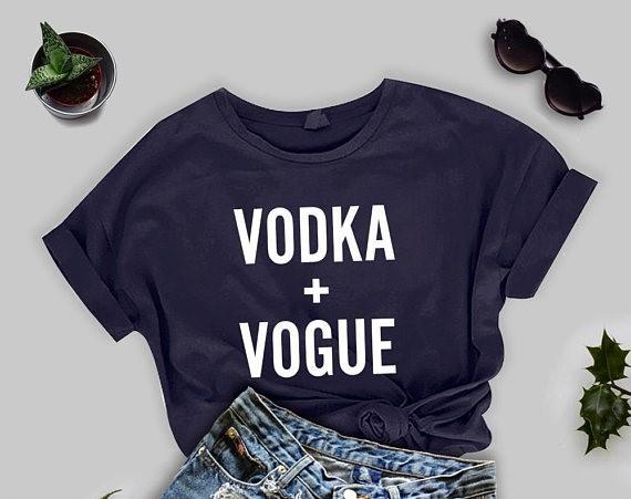 Votka + vogue Kore grafik moda stil tişörtlü mektup baskı unisex kpop güzel üstleri clothing tee gençlik t-shirt estetik kadınlar