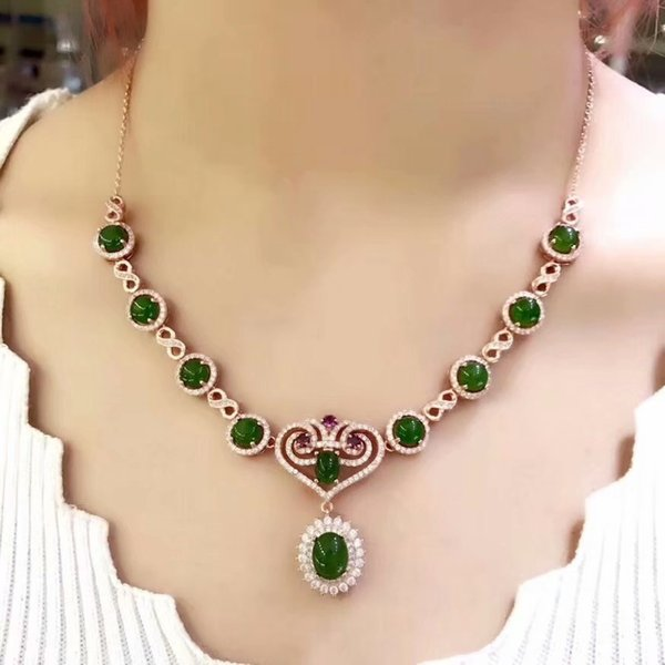 Natural Hetianyubiyu necklace 925 sterling silver luxury necklace chain Banquet ball style Posting