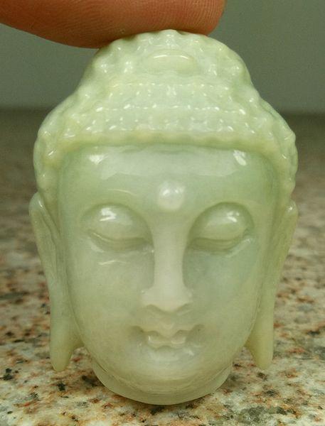 Certified Light Green Natural Ein Jade Jadeit geschnitzt Anhänger Shakyamuni Gott Kopf