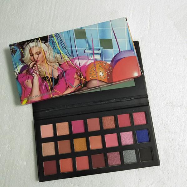 En sirotant une jolie palette de fard à paupières 21 couleurs maquillent le maquillage des ombres à paupières