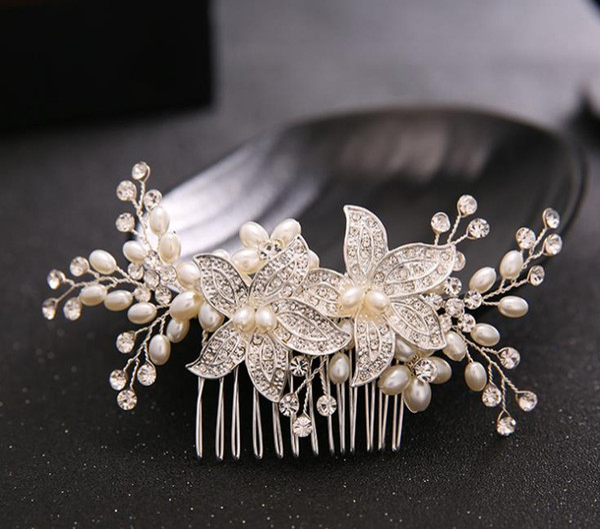 Bridal Comb, photo studio, decoration, Diamond Beads, headwear accessories, wedding dress.