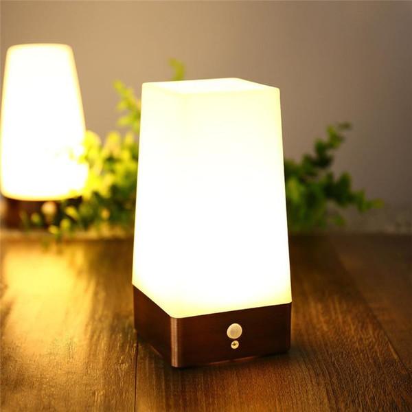 Lâmpada de mesa Night Light New Design Branco Quente NightLight Bateria Operado com Sensor de Movimento Quadrado Classe Energética A + para Deco