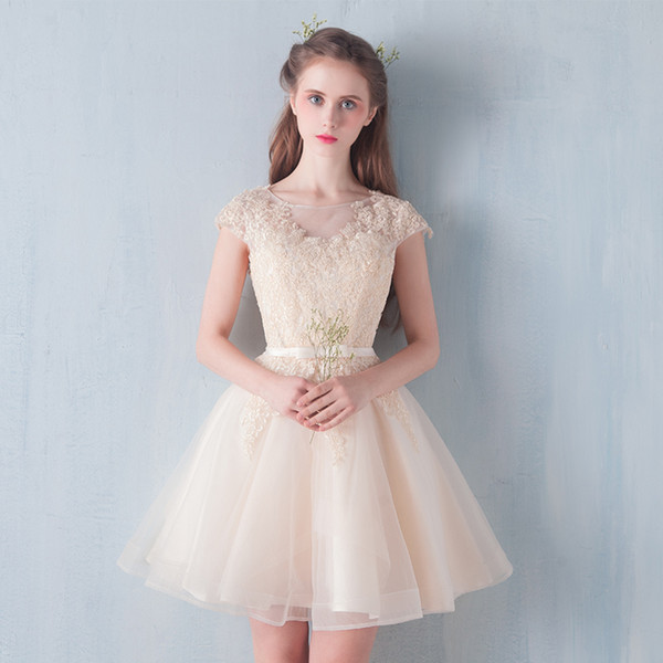 Scoop Neck Tulle Short Bridesmaid Dresses with Lace Appliques 2019 Champagne Knee Length Party Dress New Gowns