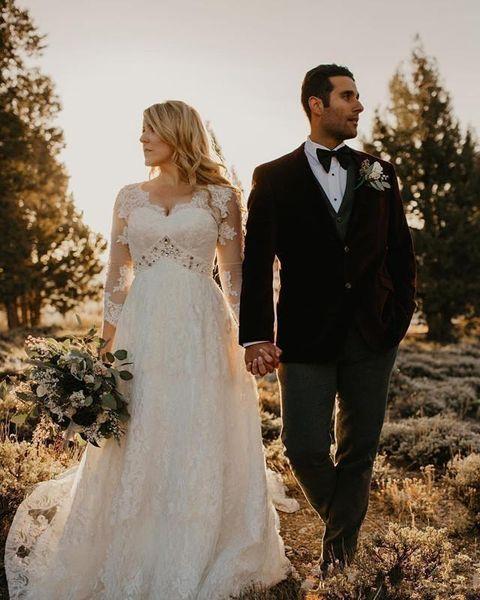 Elegant Lace Wedding Dresses V Neck Long Sleeves Plus Size Wedding Gowns Maternity Bridal Dresses Sweep Train